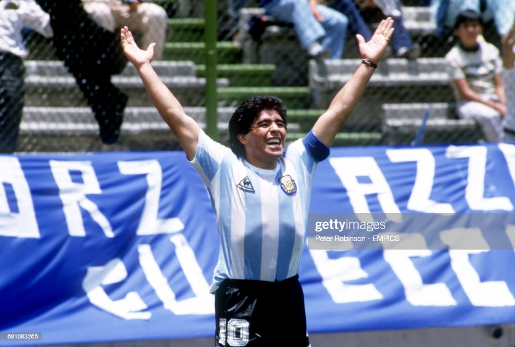Soccer - World Cup Mexico 86 - Group A - Argentina v Italy : News Photo
