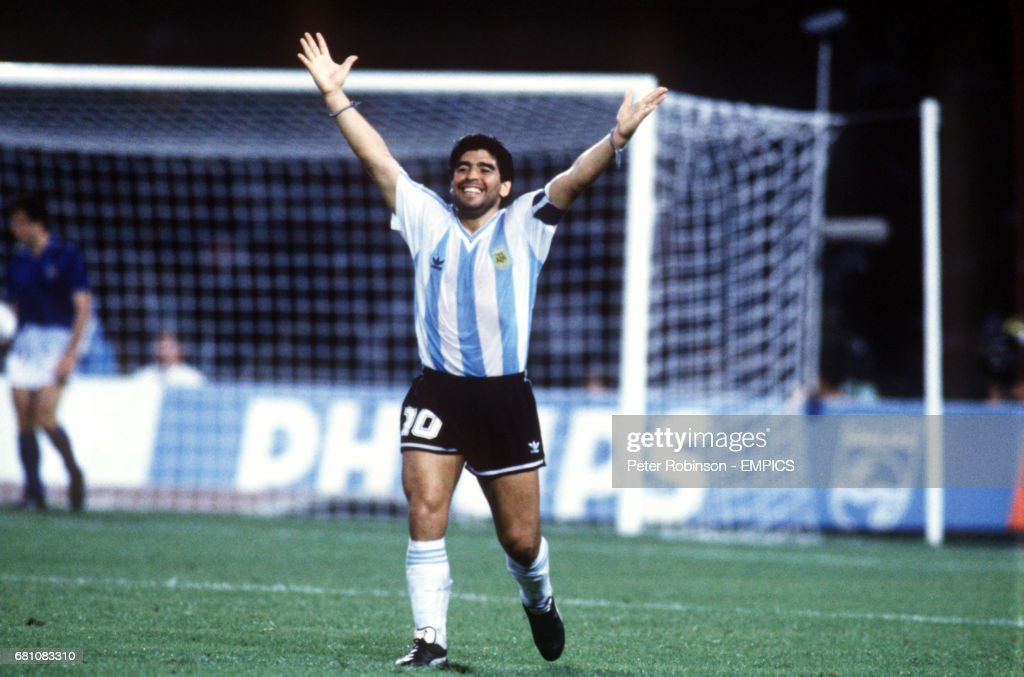 Soccer - FIFA World Cup Italia 90 - Semi Final - Italy v Argentina - Stadio San Paolo, Naples : News Photo