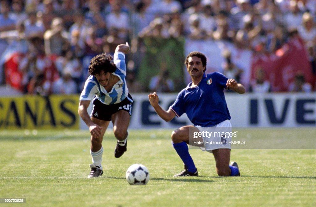 Soccer - World Cup Spain 1982 - Group C - Argentina v Italy : Fotografía de noticias