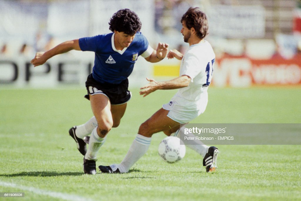 Soccer - World Cup Mexico 1986 - Second Round - Argentina v Uruguay - Cuauhtemoc Stadium : News Photo
