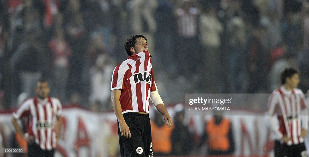 Argentina's Estudiantes de la Plata midfielder Matias Sanchez reacts as he leaves the field after being disqualified by Brazil's Internacional after their Copa Libertadores 2010 quarterfinals second leg football match at Centenario stadium in Quilmes, south Buenos Aires, on May 20, 2010. Estudiantes won 2-1 but Brazil's Internacional qualified to next round on aggregate goals. AFP PHOTO / Juan Mabromata