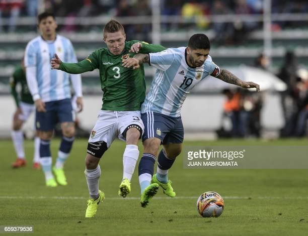 Argentina's Ever Banega vies for the ball with Bolivia's Alejandro Chumacero during their 2018 FIFA World Cup qualifier football match in La Paz on...