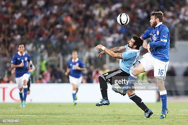 Argentina's Ezequiel Lavezzi and Italy's Daniele De Rossi during a friendly soccer match during a friendly Soccer Match played by Italy and Argentina...