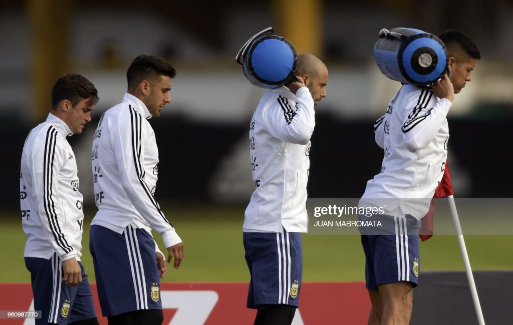 Argentina's football team defender Javier Mascherano (2-R) defender Eduardo Salvio (2-L) midfielder Giovani Lo Celso (L) and defender Marcos Rojo take part in a training session in Ezeiza, Buenos Aires on May 21, 2018 - The Argentinian team is training ahead of a friendly match against Haiti to be held on May 29 at 'La Bombonera' stadium in Buenos Aires, before departing to Barcelona, to prepare for the upcoming FIFA World Cup 2018 in Russia.