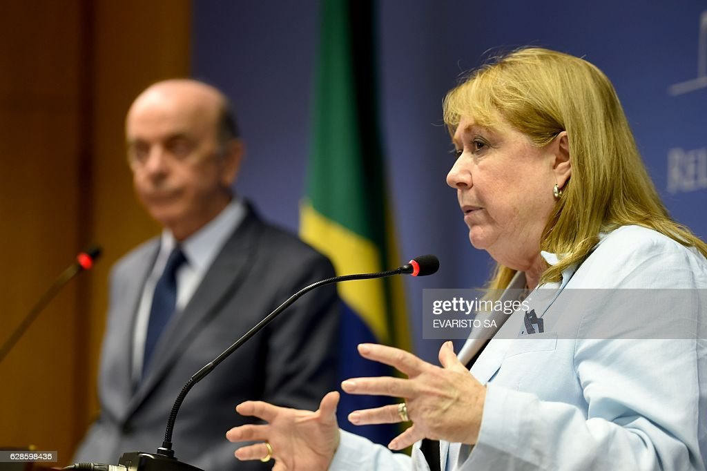 Argentina's Foreign Minister Susana Malcorra (R) and her Brazilian counterpart Jose Serra, during a press conference at Itamaraty Palace in Brasilia on December 8, 2016. / AFP / EVARISTO SA