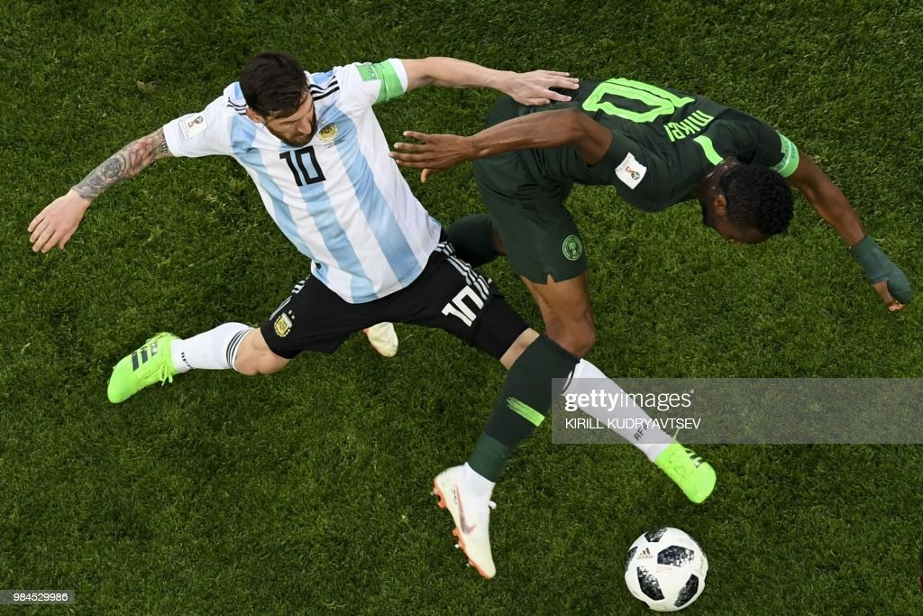 TOPSHOT - Argentina's forward Lionel Messi (L) and Nigeria's midfielder John Obi Mikel compete for the ball during the Russia 2018 World Cup Group D football match between Nigeria and Argentina at the Saint Petersburg Stadium in Saint Petersburg on June 26, 2018. (Photo by Kirill KUDRYAVTSEV / AFP) / RESTRICTED