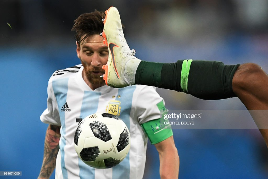 TOPSHOT - Argentina's forward Lionel Messi competes for the ball during the Russia 2018 World Cup Group D football match between Nigeria and Argentina at the Saint Petersburg Stadium in Saint Petersburg on June 26, 2018. (Photo by GABRIEL BOUYS / AFP) / RESTRICTED
