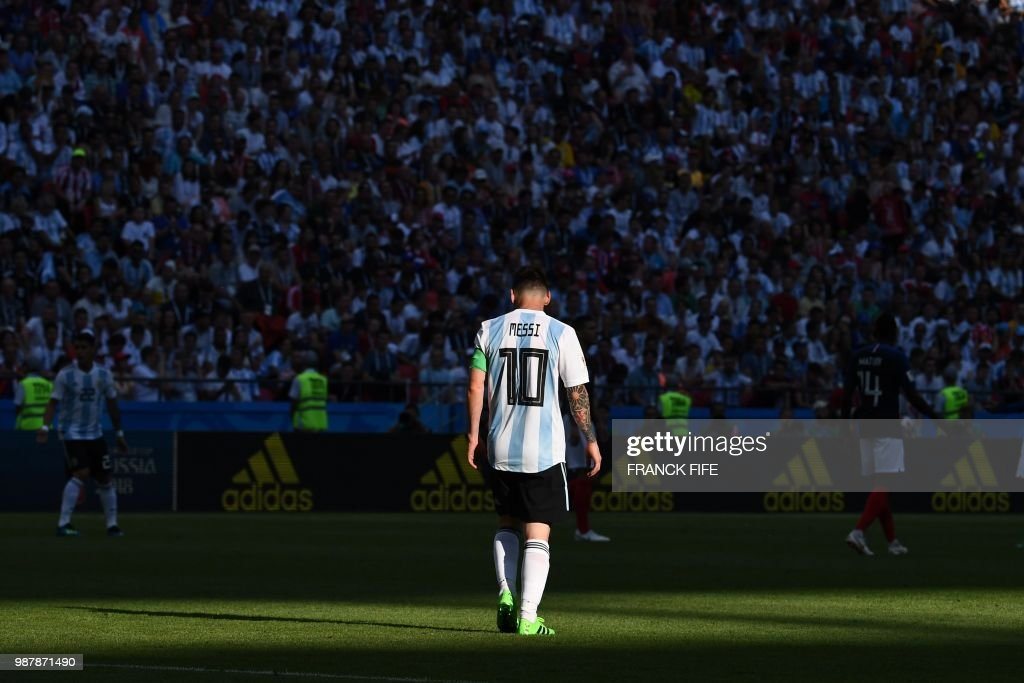 TOPSHOT - Argentina's forward Lionel Messi walks on the pitch during the Russia 2018 World Cup round of 16 football match between France and Argentina at the Kazan Arena in Kazan on June 30, 2018. (Photo by FRANCK FIFE / AFP) / RESTRICTED