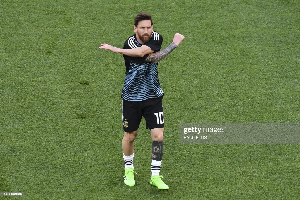 TOPSHOT-FBL-WC-2018-MATCH39-NGR-ARG : News Photo