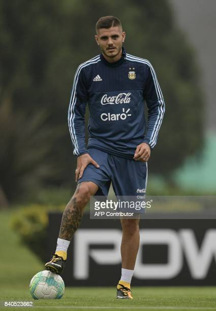 Argentina's forward Mauro Icardi attends a training session in Ezeiza Buenos Aires on August 29 2017 ahead of their FIFA World Cup qualifier football...
