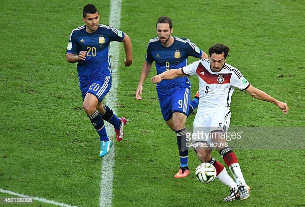 Argentina's forward Sergio Aguero Argentina's forward Gonzalo Higuain and Germany's defender Mats Hummels compete for the ball during the final...