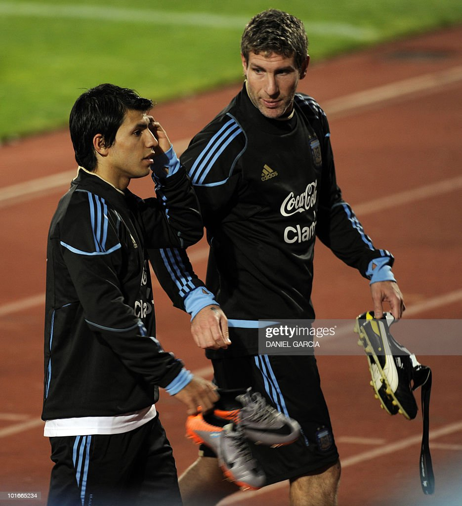 Argentina's forwards Sergio Aguero (L) and Martin Palermo leave the field at the end of a team training session at the University's High Performance Centre in Pretoria on June 6, 2010 ahead of the start of the 2010 football World Cup.