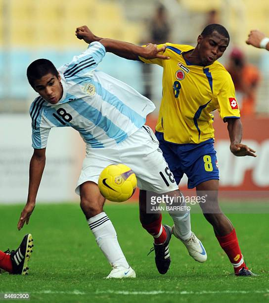 Argentina's Franco Zuculini vies for the ball with Colombia Dawling Leudo during their U-20 South American Championship football match between...