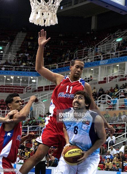 Argentina's Gabriel Mikulas drives to the basket marked by Puerto Rican Ricardo Sanchez during their XV Pan American Games Rio-2007 28 July 2007 in...