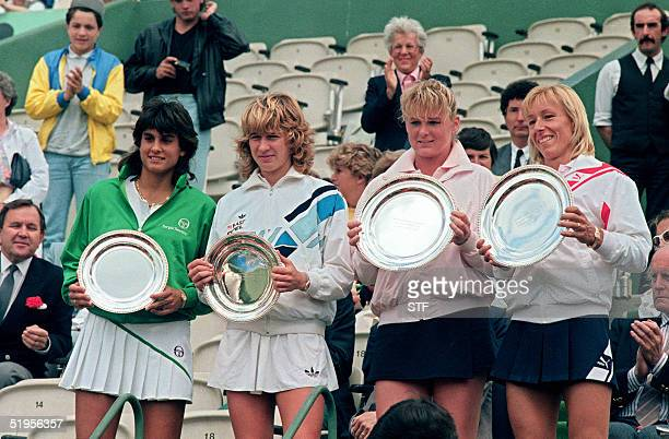 Argentina's Gabriela Sabatini German Steffi Graf Romanian Andrea Temesvari and US Martina Navratilova show their trophies at the end of the women...