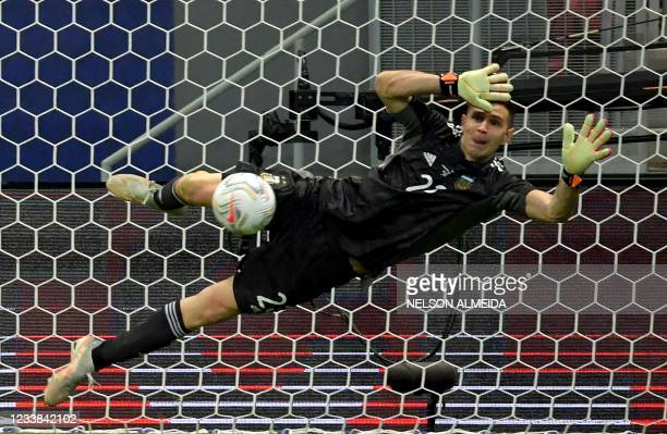 Argentina's goalkeeper Emiliano Martinez stops the shot by Colombia's Yerry Mina during the penalty shootout of their Conmebol 2021 Copa America...