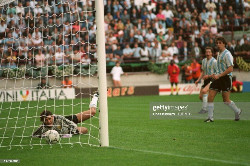 Soccer - World Cup Italia 90 - Argentina v Cameroon : News Photo