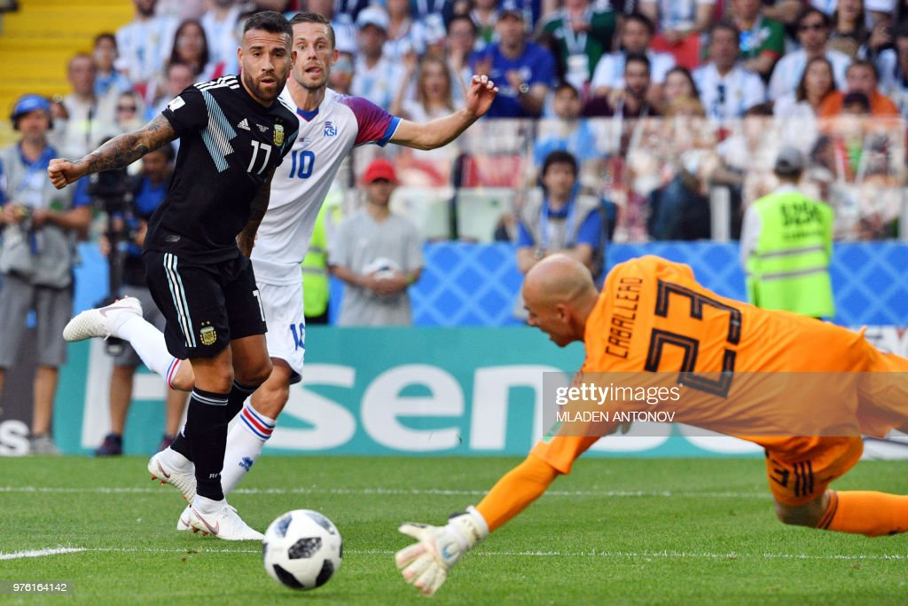 Argentina's goalkeeper Willy Caballero dives to stop the ball during the Russia 2018 World Cup Group D football match between Argentina and Iceland at the Spartak Stadium in Moscow on June 16, 2018. (Photo by Mladen ANTONOV / AFP) / RESTRICTED