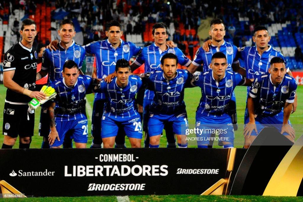 FBL-LIBERTADORES-GODOYCRUZ-LIBERTAD-TEAM : News Photo