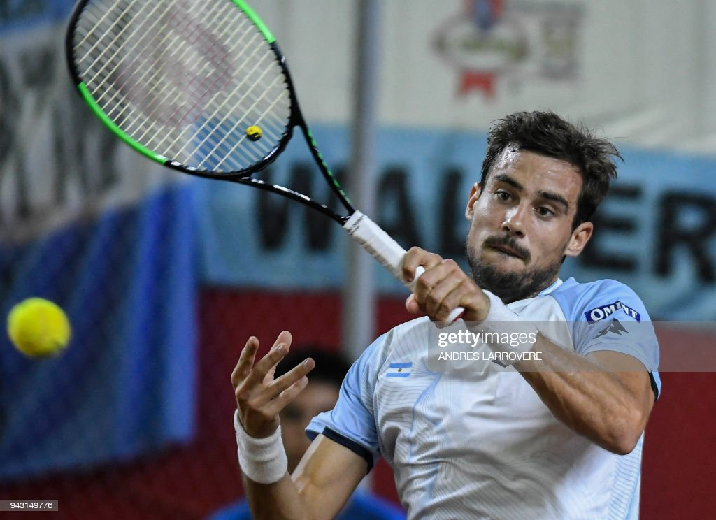 Argentina's Guido Pella returns the ball to Chile's Christian Garin during their 2018 Davis Cup Americas Group second round single tennis match at Aldo Cantoni stadium in San Juan, Argentina on April 7, 2018. / AFP PHOTO / Andres Larrovere