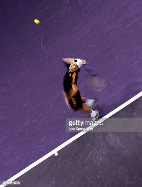 Argentina's Guillermo Coria serving against Chilean Fernando Gonzalez during the Madrid masters tennis competition at Arena Pavillion in Madrid, 20...