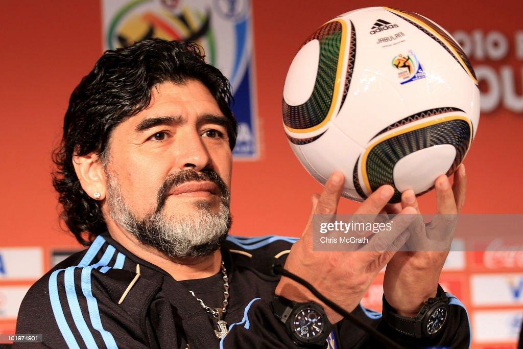 Argentina Press Conference - 2010 FIFA World Cup : Nachrichtenfoto