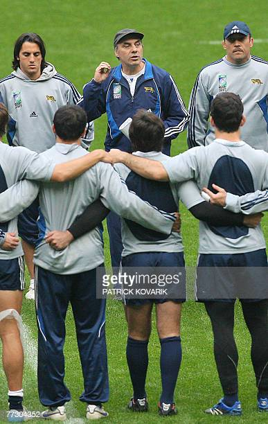 Argentina's head coach Marcelo Loffreda talks to is players during the captain run training session 12 October 2007 at the Stade de France north of...