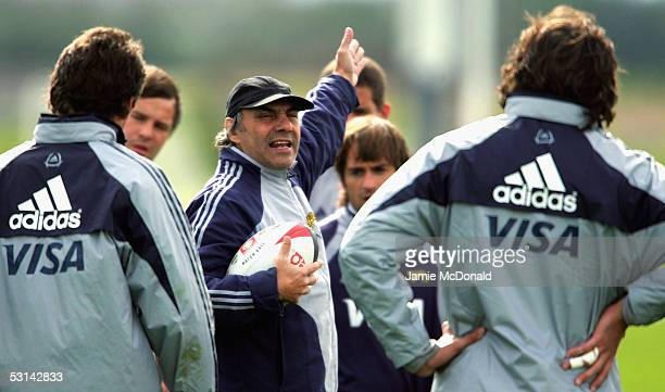 Argentina's head coach Marcelo Loffreda talks with his players during Argentina's training session at St Alberts rugby club on June 23 2005 in...