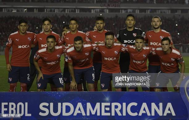 Argentina's Independiente football team pose during the Copa Sudamericana semifinal second leg football match against Paraguay's Libertad at...