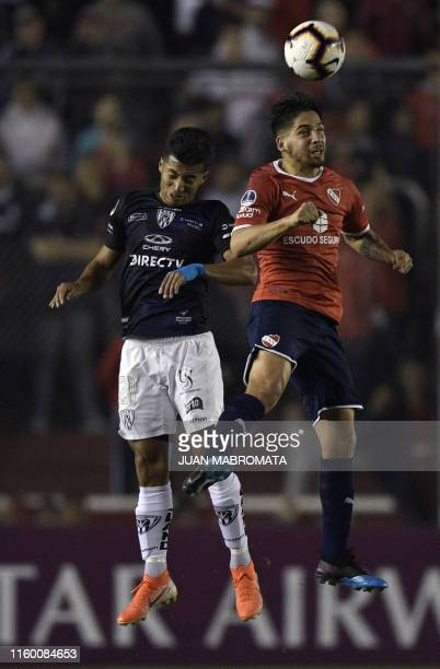 Argentina's Independiente forward Martin Benitez vies for the ball with Ecuador's Independiente del Valle midfielder Alan Franco during their Copa...