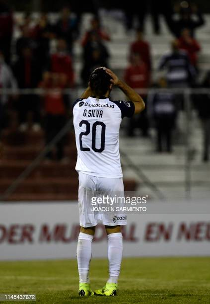 Argentina's Independiente Gaston Silva reacts during a Copa Sudamericana football match against Colombia's Rionegro Aguilas at the Alberto Grisales...