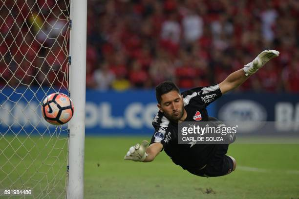 TOPSHOT Argentina's Independiente goalie Martin Campana dives to stop the ball during their 2017 Sudamericana Cup football final against Brazil's...
