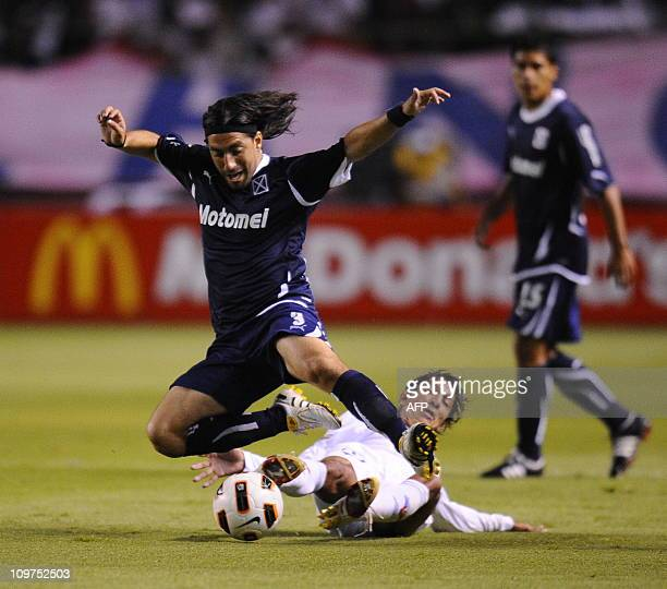 Argentina's Independiente Lucas Mareque vies for the ball with Ecuador's Liga de Quito Norberto Araujo during their Copa Libertadores 2011 football...