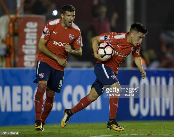 Argentina's Independiente midfielder Ezequiel Barco celebrates next to forward Emmanuel Gigliotti after scoring a panalty against Paraguay's Libertad...
