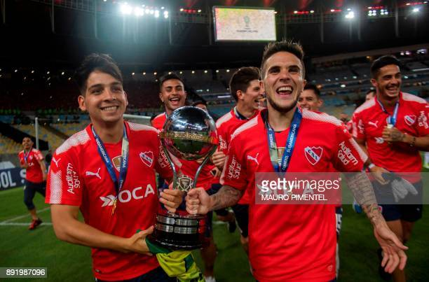 Argentina's Independiente players Martin Benitez and Fabricio Bustos celebrate with the trophy of the 2017 Sudamericana Cup at the Maracana stadium...