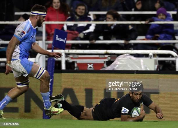 Argentina's Jaguares centre Matias Orlando scores a try against South Africa's Bulls during their Super Rugby match at Jose Amalfitani stadium in...