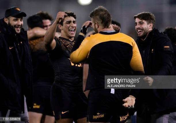Argentina's Jaguares players celebrate after defeating New Zealand's Chiefs at the end of their Super Rugby quarters final match at Jose Amalfitani...