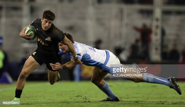 Argentina's Jaguares wing Bautista Delguy eludes South Africa's Bulls centre JT Jackson during their Super Rugby match at Jose Amalfitani stadium in...