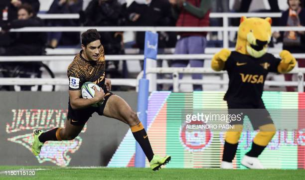Argentina's Jaguares wing Santiago Carreras runs to score a try against Japan's Sunwolves during their Super Rugby match at Jose Amalfitani stadium...