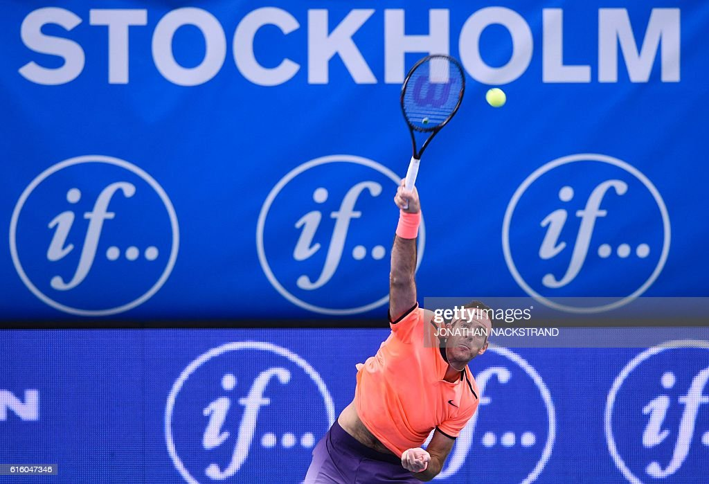 Argentina's Juan Martin Del Potro serves the ball to Croatia's Ivo Karlovic during the ATP Stockholm Open tennis tournament in Stockholm on October 21, 2016. / AFP / JONATHAN