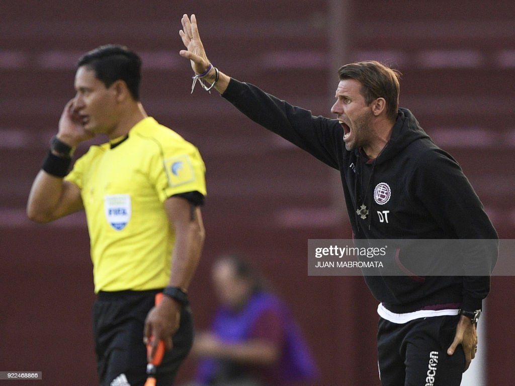 Argentina's Lanus coach Ezequiel Carboni (R) gestures during the Copa Sudamericana 2018 first stage football match against Peru's Sporting Cristal at 'La Fortaleza' stadium in Lanus, Buenos Aires, ...