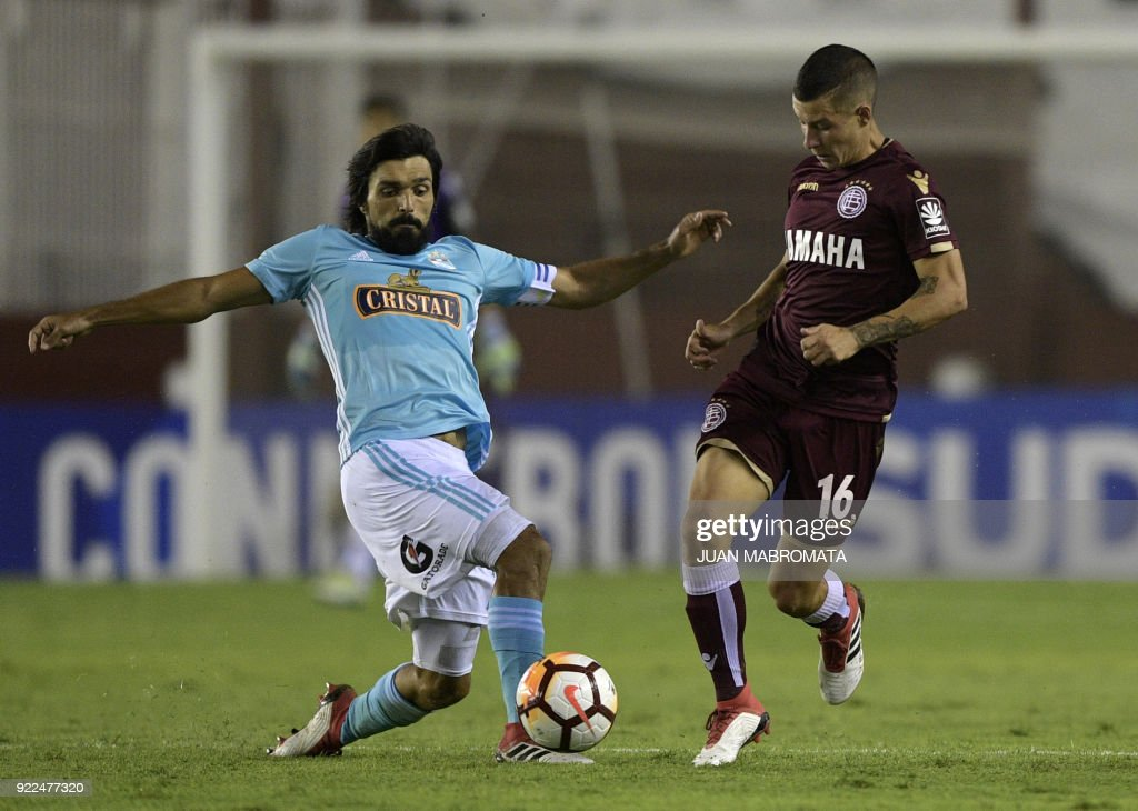 Argentina's Lanus midfielder Gaston Lodico (R) vies for the ball with Peru's Sporting Cristal midfielder Jorge Cazulo during their Copa Sudamericana 2018 first stage football match at 'La Fortaleza' stadium in Lanus, Buenos Aires, Argentina, on February 21, 2018. /