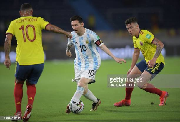 Argentina's Lionel Messi , Colombia's Edwin Cardona and Colombia's Mateus Uribe vie for the ball during their South American qualification football...