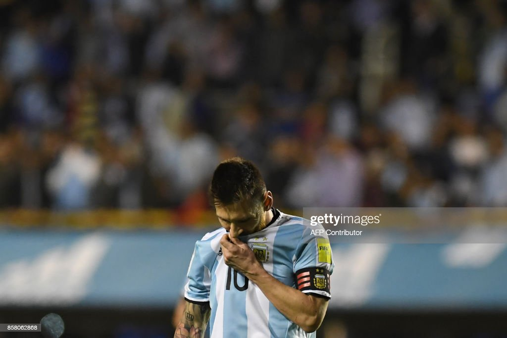 Argentina's Lionel Messi gestures at the end of the goalless 2018 World Cup qualifier football match against Peru in Buenos Aires on October 5, 2017. / AFP PHOTO / Eitan ABRAMOVICH