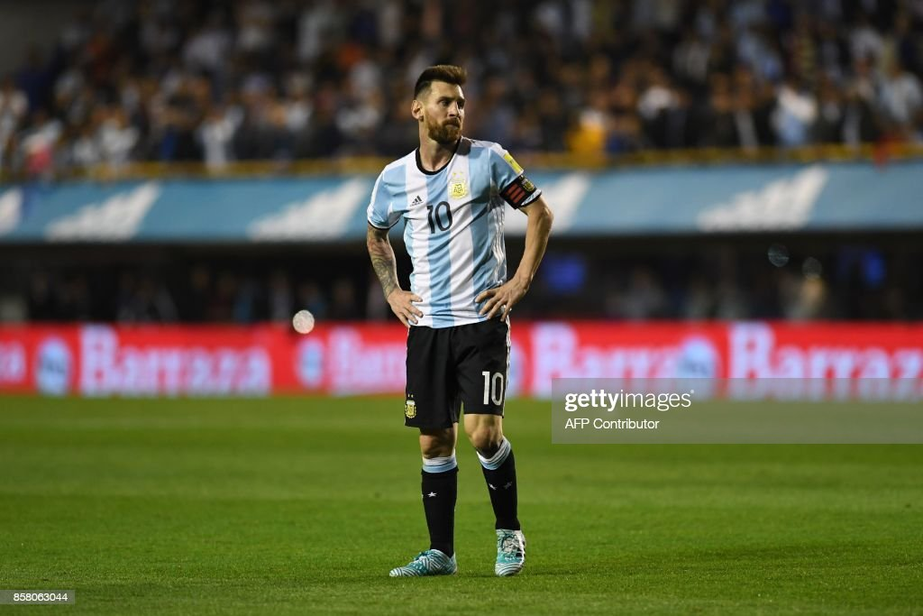 Argentina's Lionel Messi is pictured during the 2018 World Cup qualifier football match against Peru in Buenos Aires on October 5, 2017. / AFP PHOTO / Eitan ABRAMOVICH