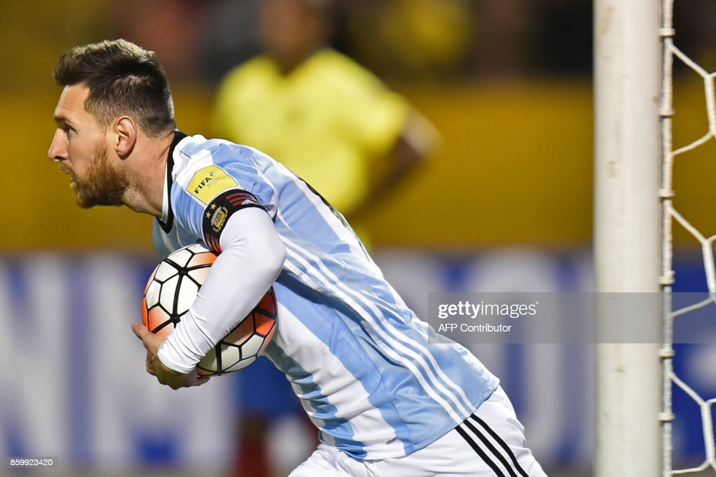 Argentina's Lionel Messi runs with the ball after scoring against Ecuador during their 2018 World Cup qualifier football match in Quito, on October 10, 2017. / AFP PHOTO / Pablo COZZAGLIO