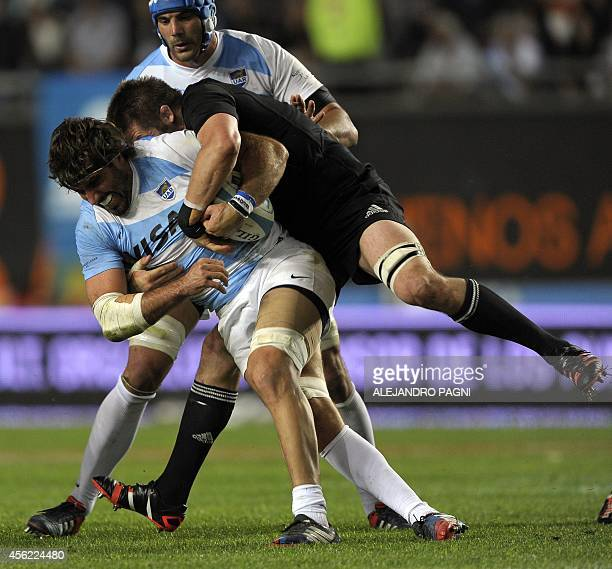 Argentina's Los Pumas' flanker Juan Fernandez Lobbe vies for the ball with New Zealand's All Blacks' flanker Richie McCaw during their Rugby...