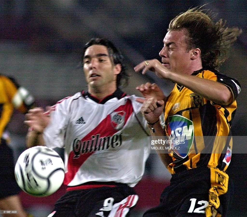 Argentina S Martin Cardetti Fights For The Ball With Diego Alarcon