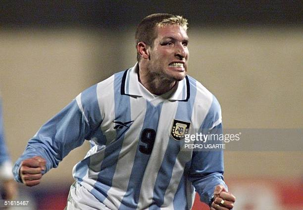 Argentina's Martin Palermo celebrates after scoring his team's second goal against Uruguay during their group 'C' Copa America game 07 July de 1999...