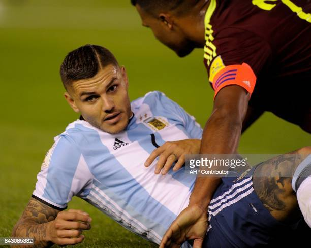 Argentina's Mauro Icardi gestures during the 2018 World Cup qualifier football match against Venezuela in Buenos Aires on September 5 2017 / AFP...